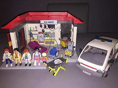 Playmobil 5012 Clinic With Ambulance In Excellent Condition