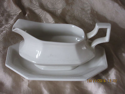 Johnson Brothers Gravy/sauce Boat & Stand - Heritage Series- Excellent Condition