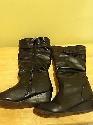 Girls Size 2 Black High Boots w/Zipper and cute bow!