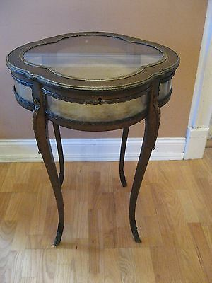 FRENCH ANTIQUE LOUIS XV STYLE BRONZE MOUNTED LIFT TOP Wood & Glass VITRINE TABLE