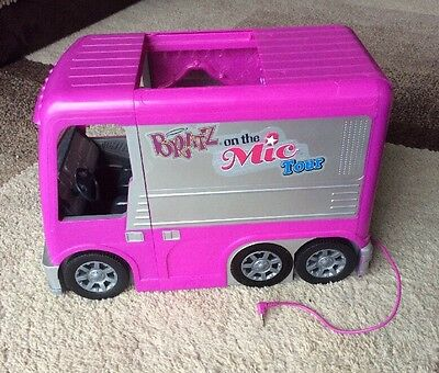 Bratz On The Move Mic Tour RV Bus - Includes Lead for Connecting iPod to It.