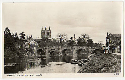 HEREFORD CATHEDRAL & BRIDGE ~ A VINTAGE REAL PHOTO POSTCARD (d2)