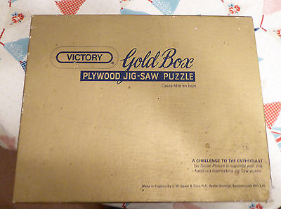 Victory Gold Box Wooden Jigsaw 2000 Piece - Autumn Pond (Country Scene)