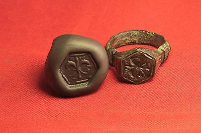 Big Medieval Bronze Knight's Seal Ring - 14. Century - Lily Sign! II.