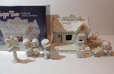 Precious Moments Sugar Town Lighted Train Station 6 Piece Set