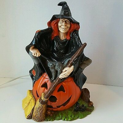 Vintage 1972 Byron Molds Ceramic Witch w/Pumpkin Light Halloween Lamp Lantern