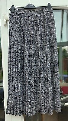 Vintage navy and white aztec print pleated maxi skirt size 12