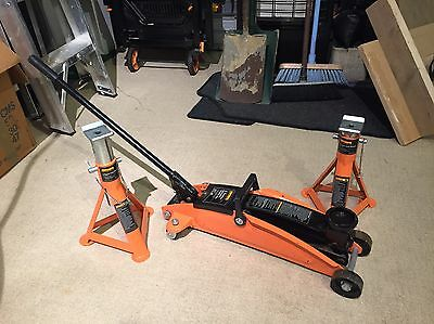 Halfords 2ton Trolley Jack And Axle Stands