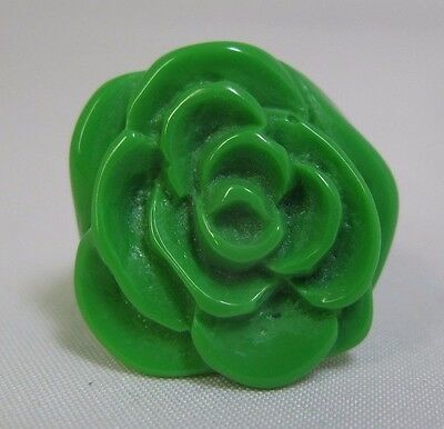 Vintage Bright Green Molded/Carved Lucite Flower Ring - Size 9.25
