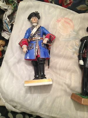 porcelain military figure garde du corps 1715 - 1750 9 inches continental