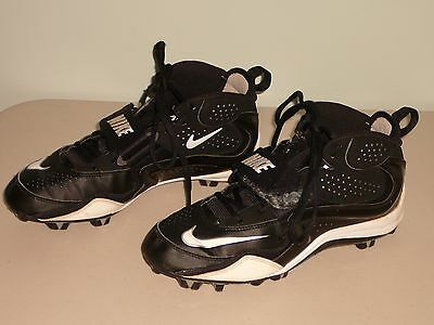 Gently Used~Boys/mens Size 9.5 Nike Football Cleets(Black & White)Nice!!!