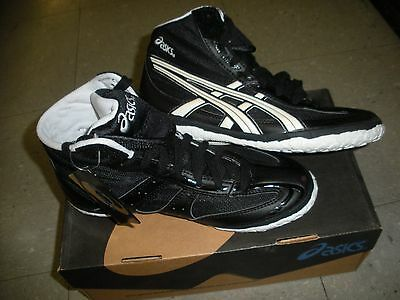 AsicsYouth black wrestling shoe size 6 Model CN515