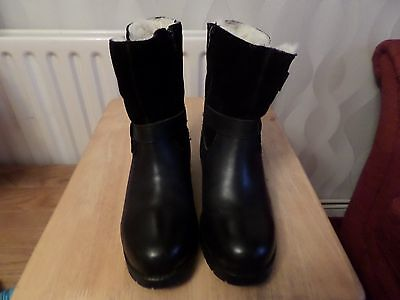 ladies suede and leather boots fur lined throughout size 5.