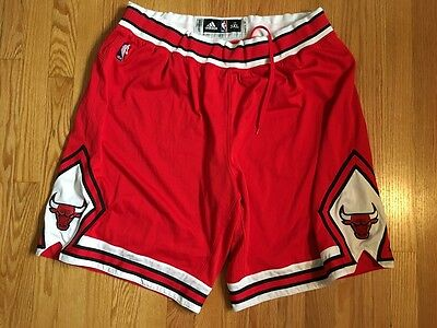 Nazr Mohanmed game worn Chicago Bulls red shorts, size 3XL +2