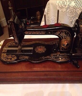 Beautiful Rare Antique Bradbury Family Fiddle Bed Sewing Machine & Case c1889