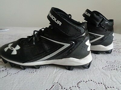 Under Armour boys football shoes cleats size 6 Youth