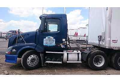 Semi Truck Volvo Vnl  2004 Daycab Isx 450 Hp 10 Speed Manual