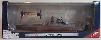 "1:1000 ""Warships of WWII Collection"" Yamato (1945). Model ship & stand."