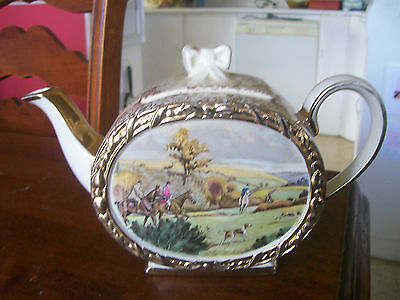 Lovely  Sadler Teapot    Very  Nice  Condition  The  Hunt  Subject