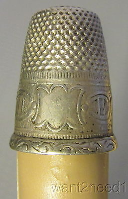 antique FRENCH STERLING SILVER THIMBLE banner horseshoe & column pattern band