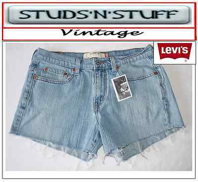 "Levis  Vintage Womens Mid Waisted Shorts  Size 31"" Aprox Size  10 / 12 ( A124 )"