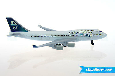 Air New Zealand Boeing 747-400 Jumbo Jet 1:500 die-cast toy model 747 aircraft