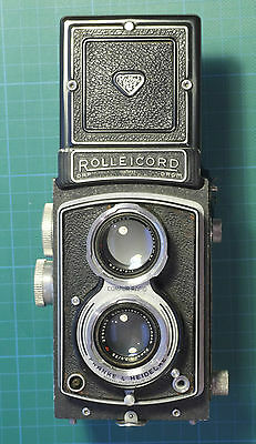 Rolleicord III 120 roll film TLR camera + lens caps and lens hood