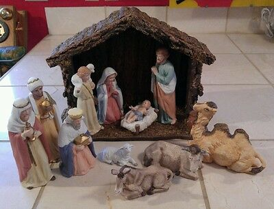 Vintage Wooden Stable & 12 Porcelain Figures HOMCO Home Interiors Nativity #5260