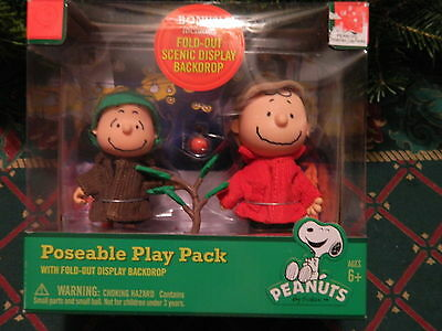 Peanuts Christmas Poseable Play Pack Charlie Brown & Linus With Display Backdrop