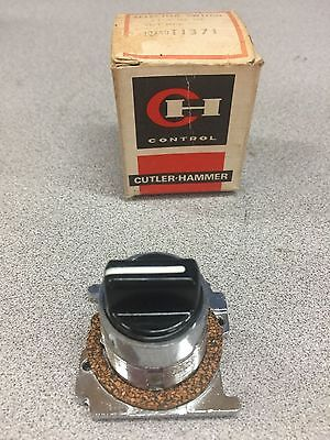 New In Box Cutler Hammer Selector Switch 10250T1371
