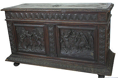 Antique 19Th Century Italian Reinassance Revival  Oak Carved Trunk Cassapanca