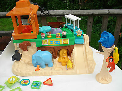 1984 Fisher-Price ZOO #916 All 12 animals, 3-car tram, food trays, picnic+ 5 LP