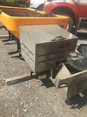 Meyer 63900  Poly Hawk Electric  /  Salt/Sand Spreader Ice & Snow / need repare
