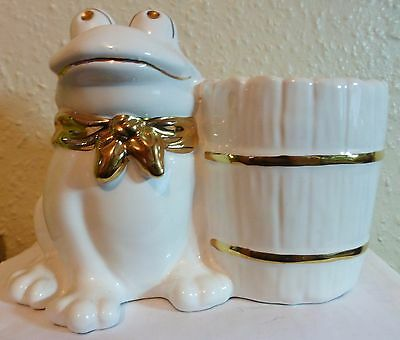 White Frog And Barrel Plant Pot Holder / Pot Pourri  (F5)  (F14)