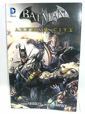BATMAN  4  Arkham City Comic SC PANINI COMICS (Box2)