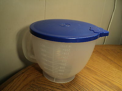 Vintage 8 Cup Mix N Pour Tupperware Measuring Cup w/ Lid  Kitchen Tool + Metric