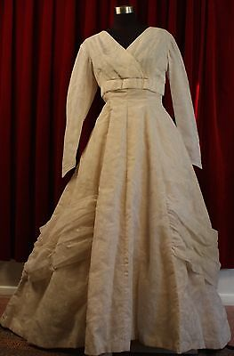 MEDIUM, 1950's CREAM NYLON FLOCKED WEDDING DRESS. ORIGINAL. WITH PETTICOAT.