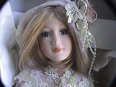 """show stoppers Collectible Doll kimberly's mom box with cert. great condition 17"""""""