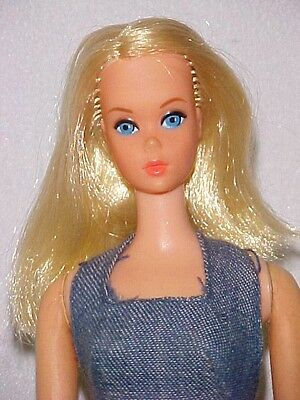 VINTAGE BUSY BARBIE HOLDIN' HANDS & ORIGINAL OUTFIT #3311 + accessories