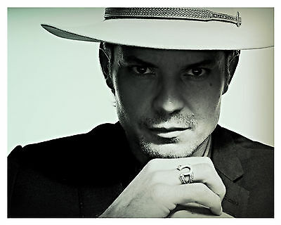 ---JUSTIFIED---TIMOTHY OLYPHANT---Glossy 8x10 Photo-