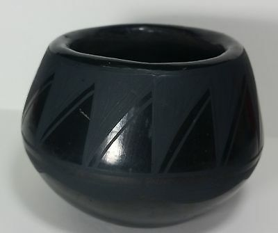 Native American Indian Pottery Santo Domingo Black Pot Josefito Martinez signed