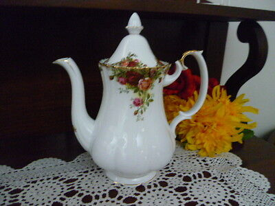 Royal Albert OLD COUNTRY ROSES LARGE coffee pot  26 cm high Made in  England