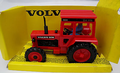 Britains  1980 1/32  Volvo Tractor 9521 - Boxed (366)