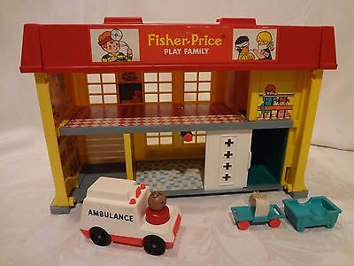 VINTAGE FISHER PRICE PLAY FAMILY CHILDREN'S HOSPITAL Playset 1976 Little People