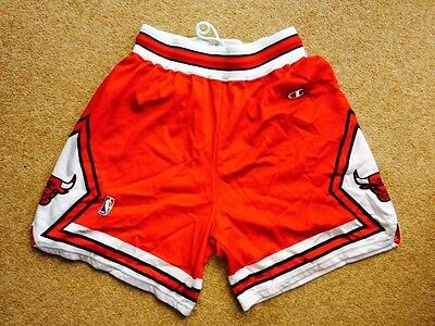 Chicago Bulls Vintage Retro NBA Basketball Shorts by Champion - Red Adult L