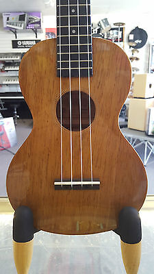 Mahalo Hano Series Concert Ukulele - Aquila Strings - Includes Bag - Natural