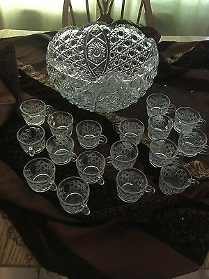L E Smith 19 Piece Button & Daisy Crystal Punch Bowl Set 18 Cups