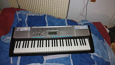 Claviers pianos  synthétiseur lumineux Casio LK-220 COMME NEUF---