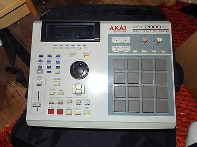 Akai professional MPC 2000XL Midi production centre with Official carry bag