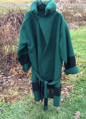 Stunning Early's Witney Point Blanket , Green & Black Four Point Trappers Capote